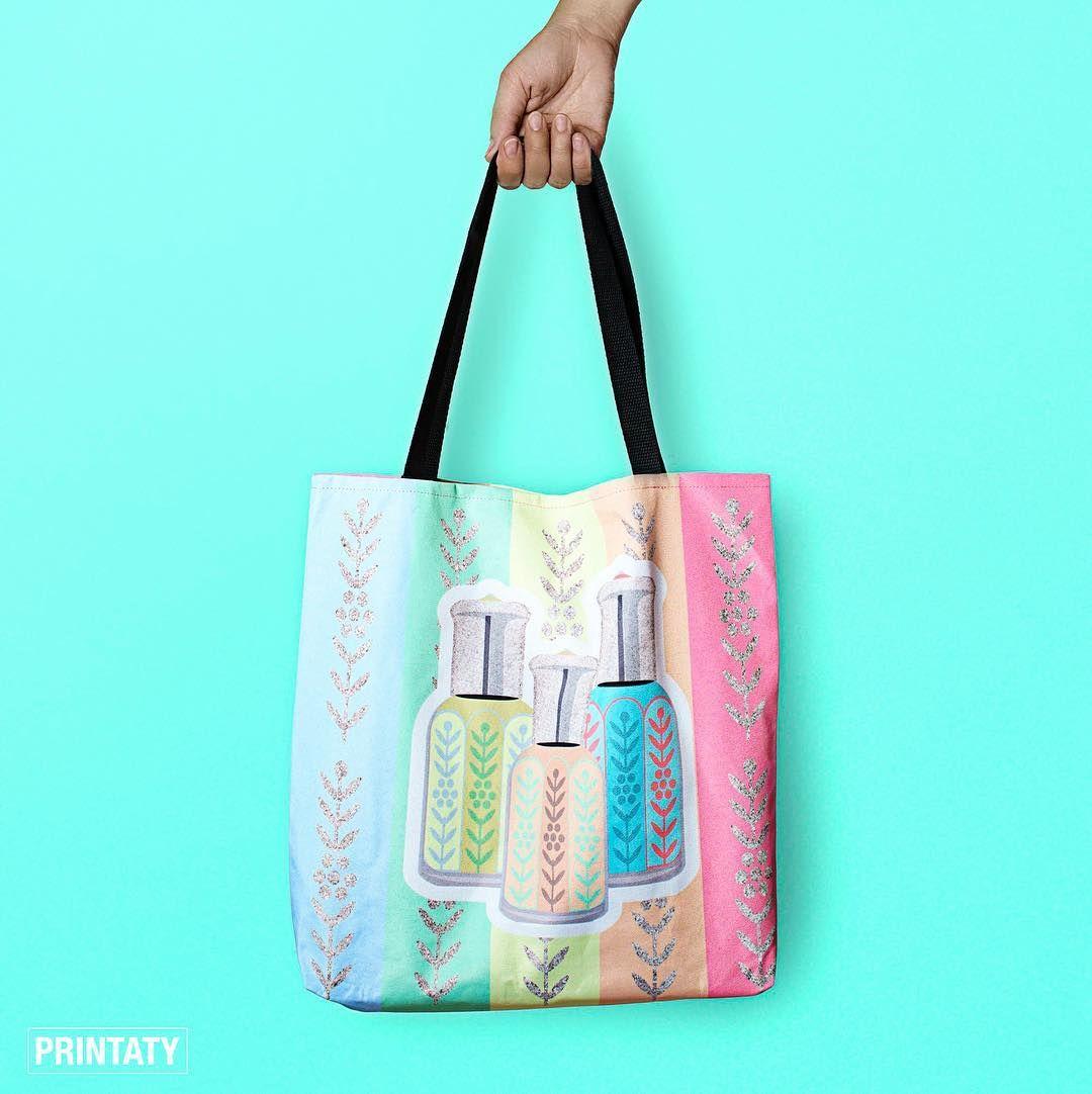 السعر 160 ريال حجم انش سم مصنوع من قماش قوي لكن خفيف قابل للغسيل العمل الفني مطبوع على الجهتين للطلب موقعنا Printaty Tote Bag Bags Reusable Tote Bags