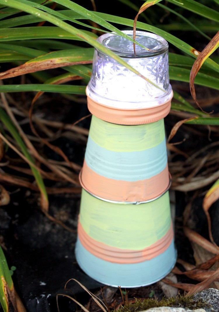 leuchtturm für den garten aus metalleimer selber machen   selber