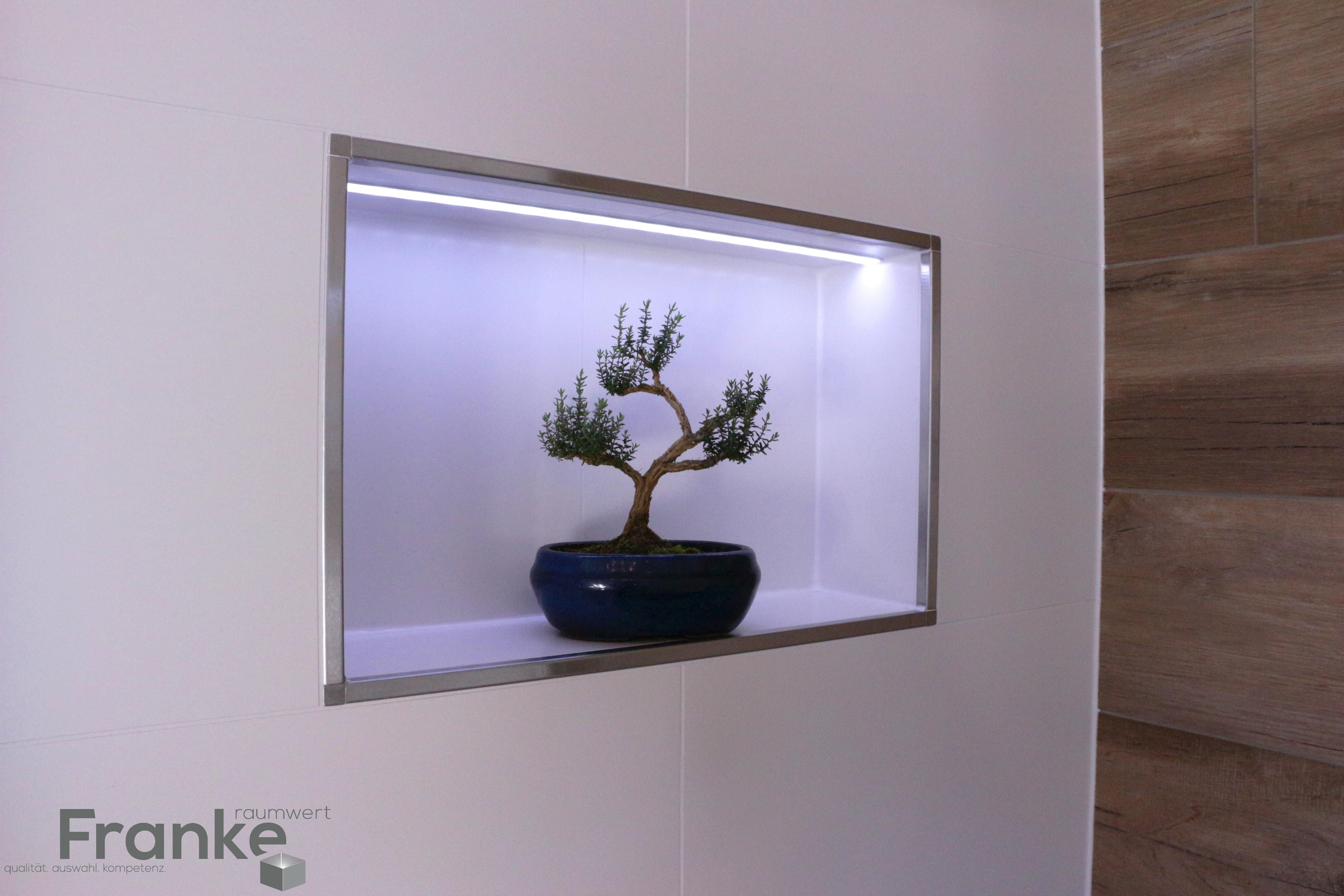 LED Profile in Wandnische mit eingearbeitet Hier das Kronos Mosaik