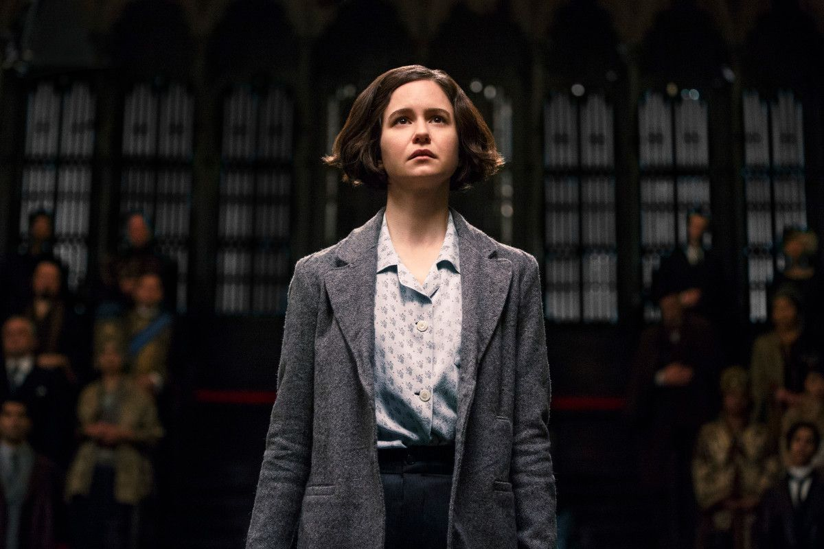 Katherine Waterston plays Tina Goldstein in Fantastic Beasts and ...