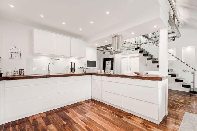 Helle Dachwohnung im skandinavisch minimalistischen Stil - wohnzimmer ideen hell