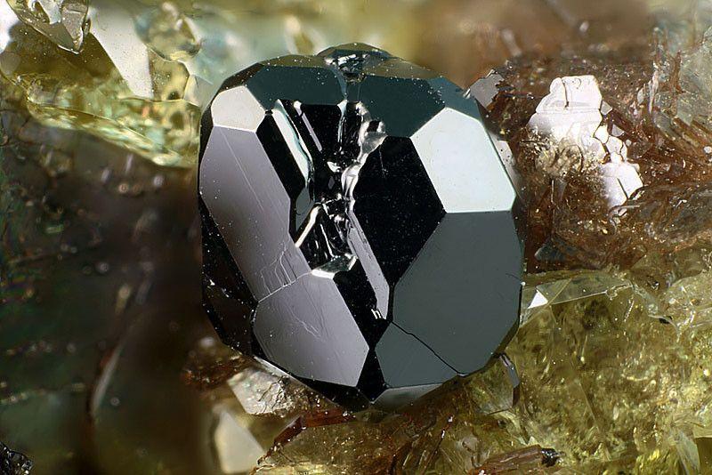Magnetite, Fe++Fe+++2O4, Monte Somma,  Somma-Vesuvius complex, Naples, Campania, Italy. Fov 1.14 mm. Copyright : Matteo Chinellato