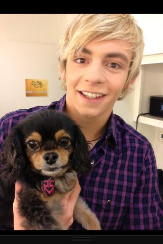 R5 Family is amazing!!! Cannot believe Ross won favourite tv actor!!! =D