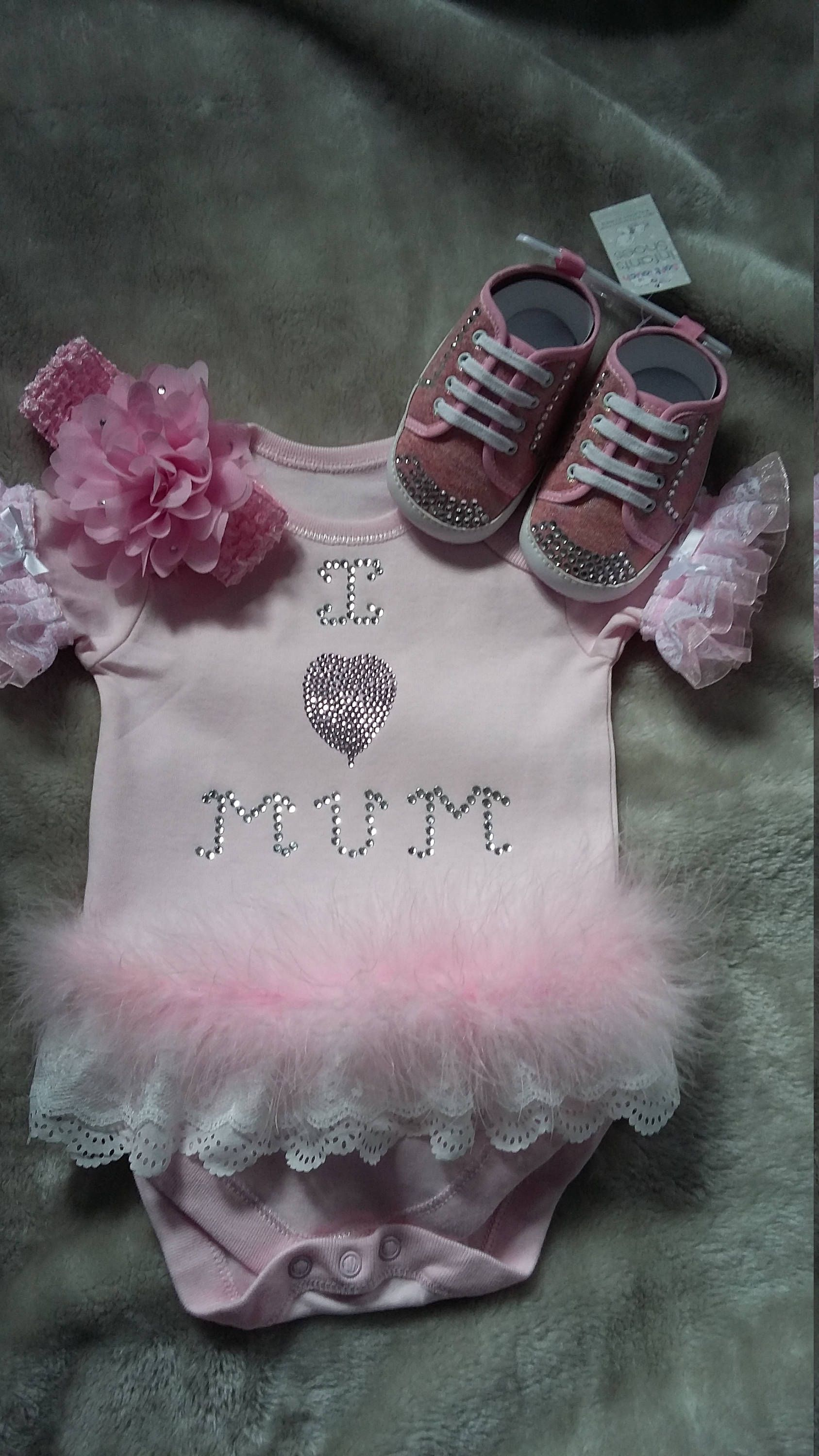 FRILLY ROMANY  BABIES GIRLS  BIB IN WHITE /& PINK ONE SIZE SUPER CUTE