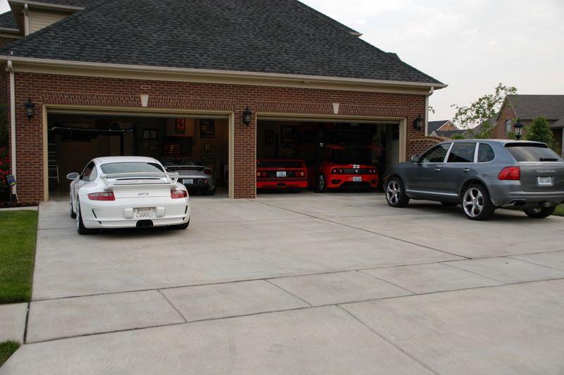 Ferrari And Porsche Garage 27 Jpg 800 532 Dream Car Garage Luxury Garage Garages