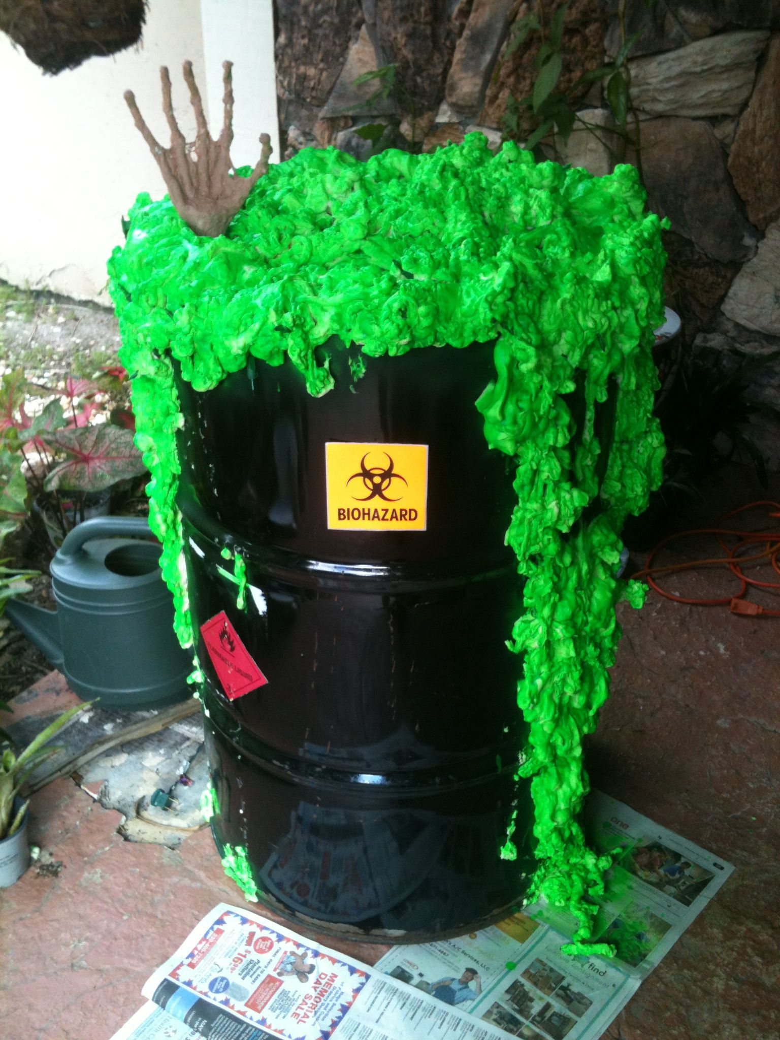 DIY Toxic waste barrel Lights up at night and glows in the dark - glow in the dark halloween decorations