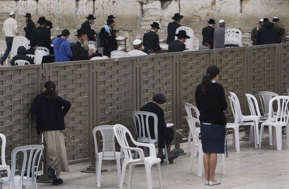 La separazione che divide uomini e donne al Muro del Pianto, 2007 (AP Photo/Anja Niedringhaus)