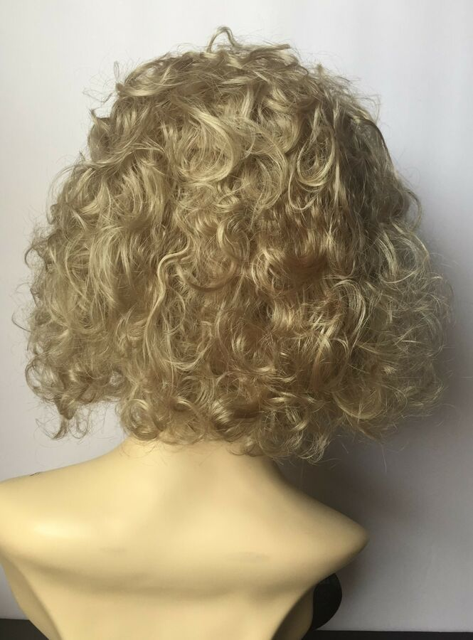 Estetica Wig, Curly, #R16/22 Honey Blonde / Light Ash Blonde Blended  #Ad , #Ad, #Curly#Estetica#Wig #lightashblonde