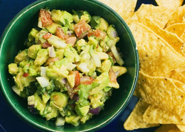 A Fast, Easy Basic Recipe for Homemade Guacamole