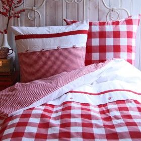 ♥ Adorable red gingham bedding. Would be cute in a raggedy Ann ... : red gingham quilt - Adamdwight.com