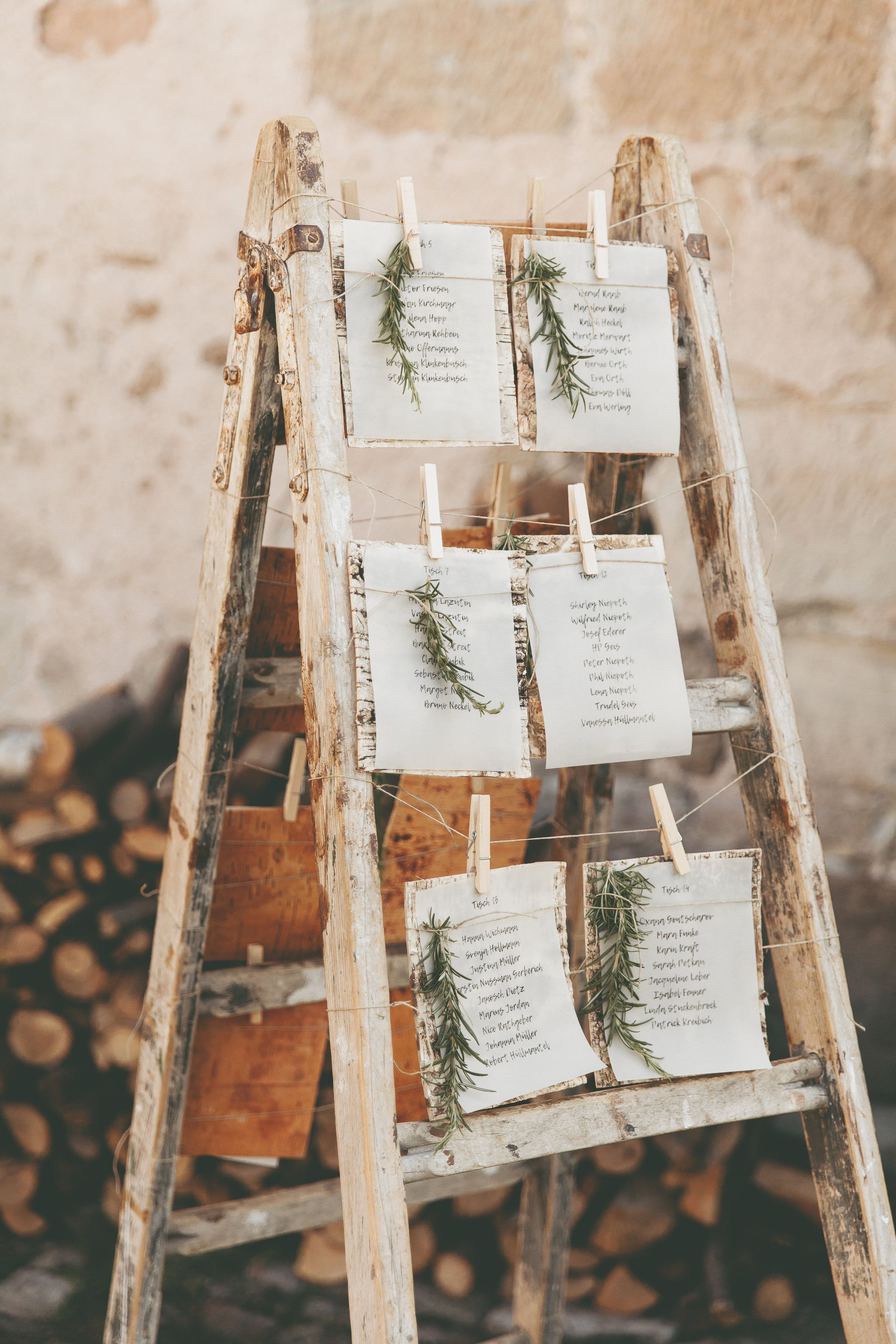 Wedding Seating Plan Ladder Greenery Wedding Hochzeit Sitzplan Leiter Sitzplan Leiter Ideen Diy Hochzei Leiter Hochzeit Sitzplan Hochzeit Karte Hochzeit