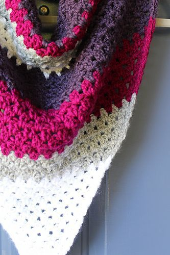 Háčkovaná Šála · Ponchos · Easy to follow beginner friendly free pattern  for a crochet triangle scarf. b2b2fe7b39