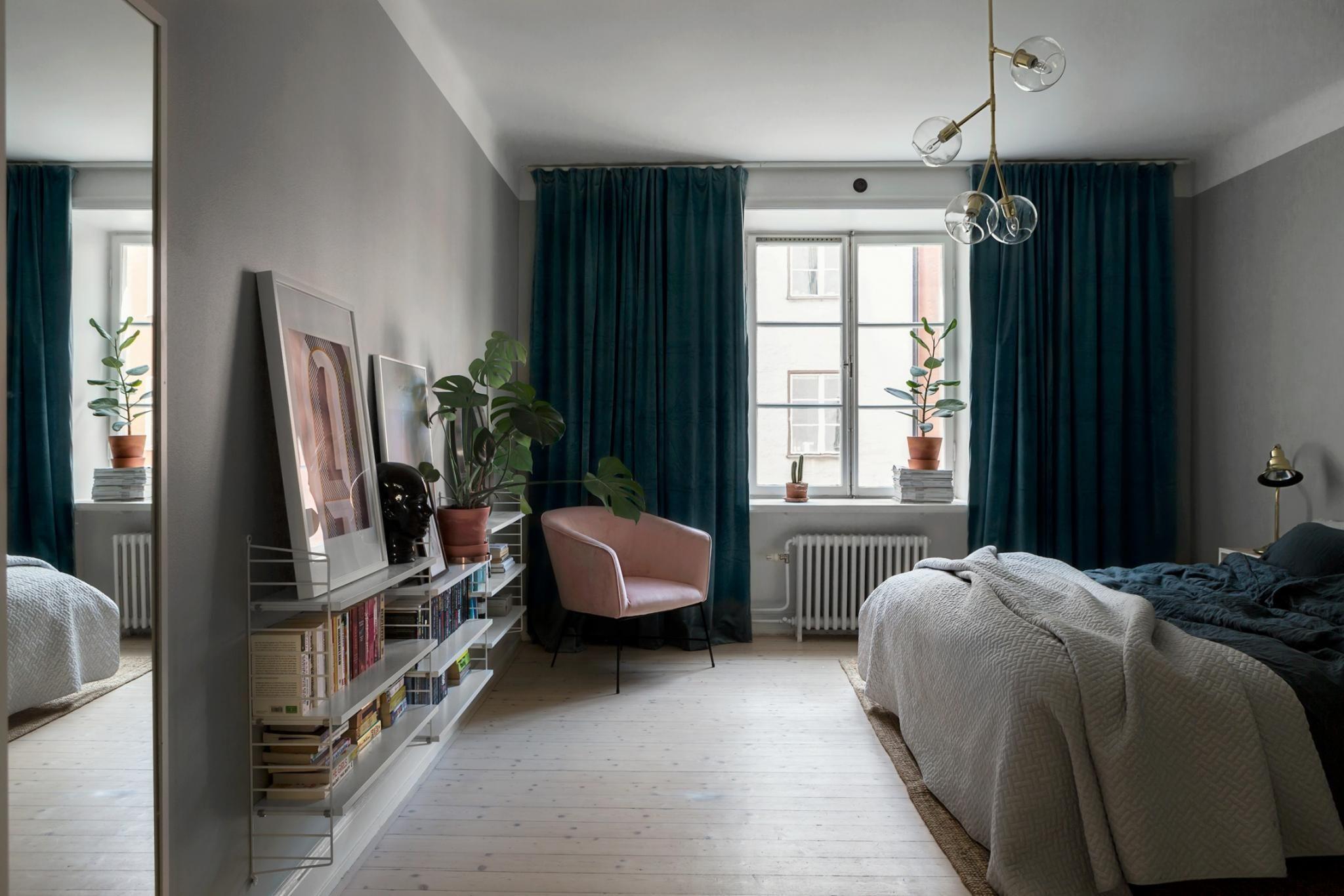 Dark green & pink bedroom