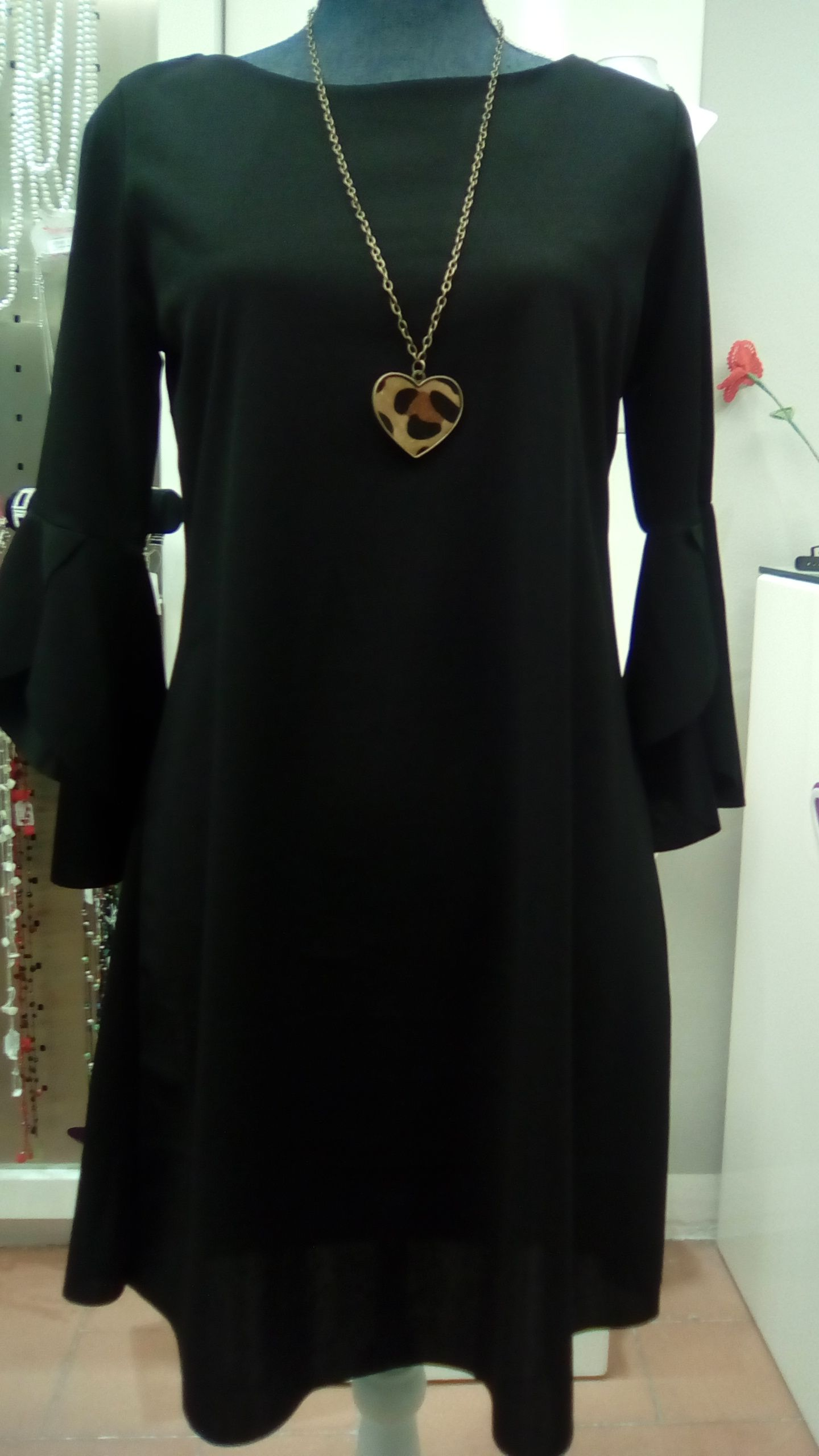 ee6a8d7755b2  styles  outfit  shopping Abito nero lungo con maniche a sbuffo palloncino  Collezione Autunno