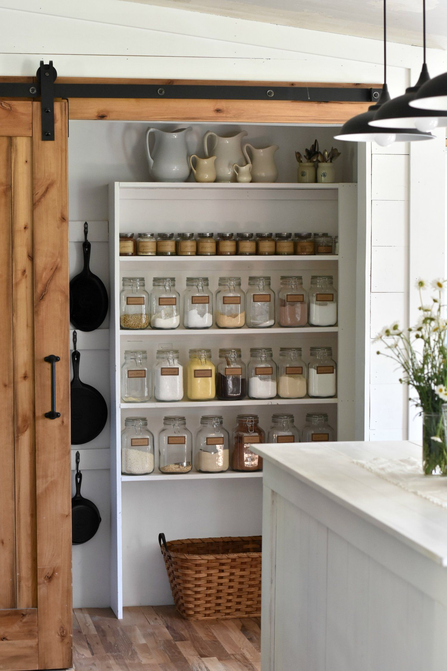Best Ideas to Give Any Pantry Farmhouse Style | Decoración