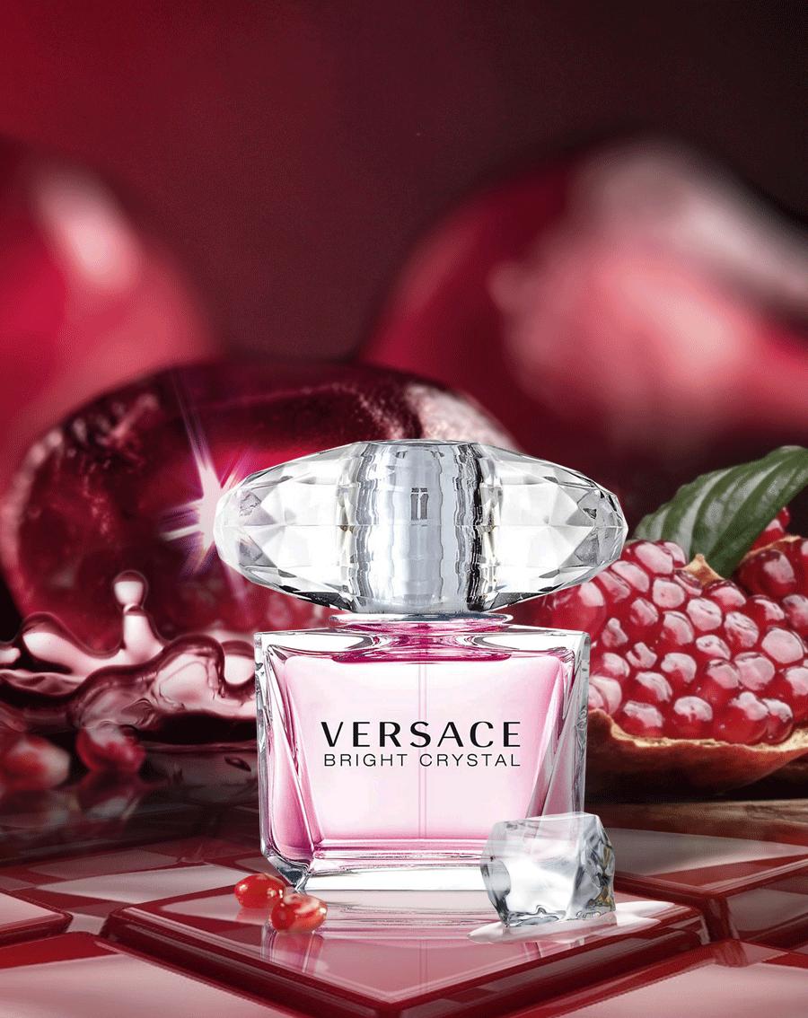 0bd2967dc6 Versace Bright Crystal ...hinterlässt eine zarte blumige Spur Perfume  Bottles