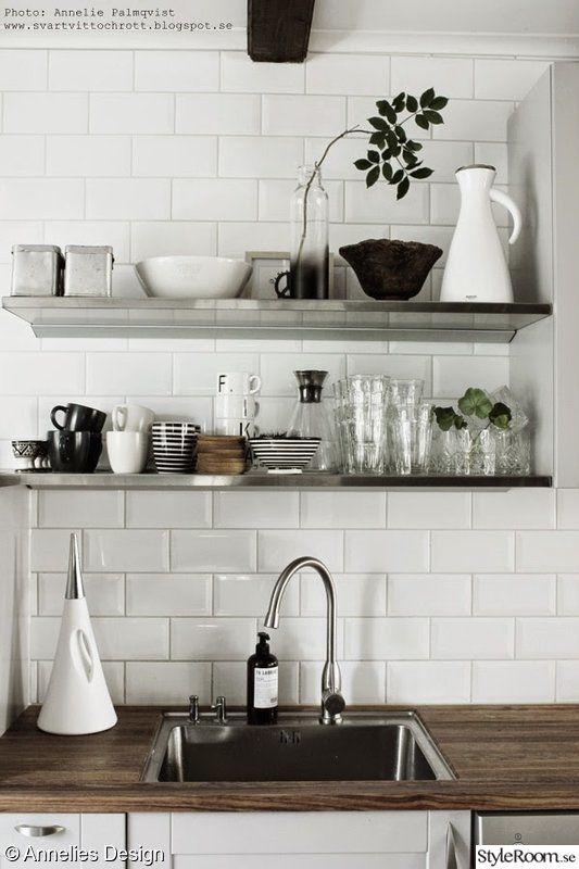vitt kakel,diskbänk,glas,vas,rostfritt