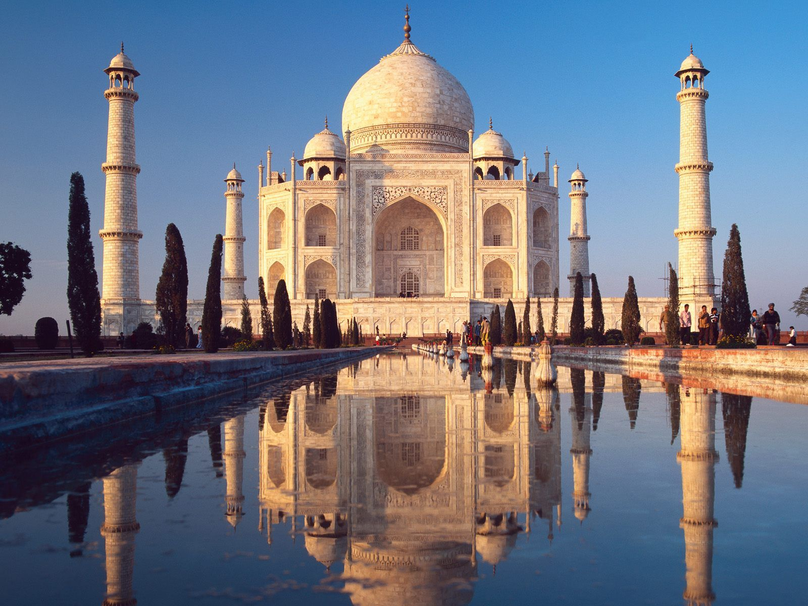 Taj Mahal located in Agra, India. So beautiful! A white marble mausoleum that combines the styles of Turkish, Persian and Indian architecture.