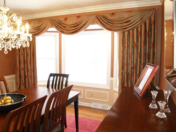 Room Swags And Side Panels Mounted In Front Of The Bay Window This Dining