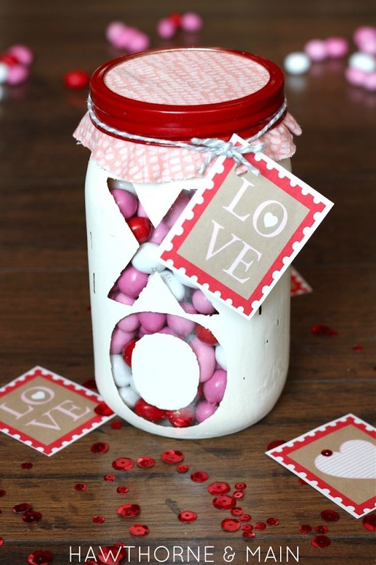 Valentineus day mason jar filled with candy and free printable an