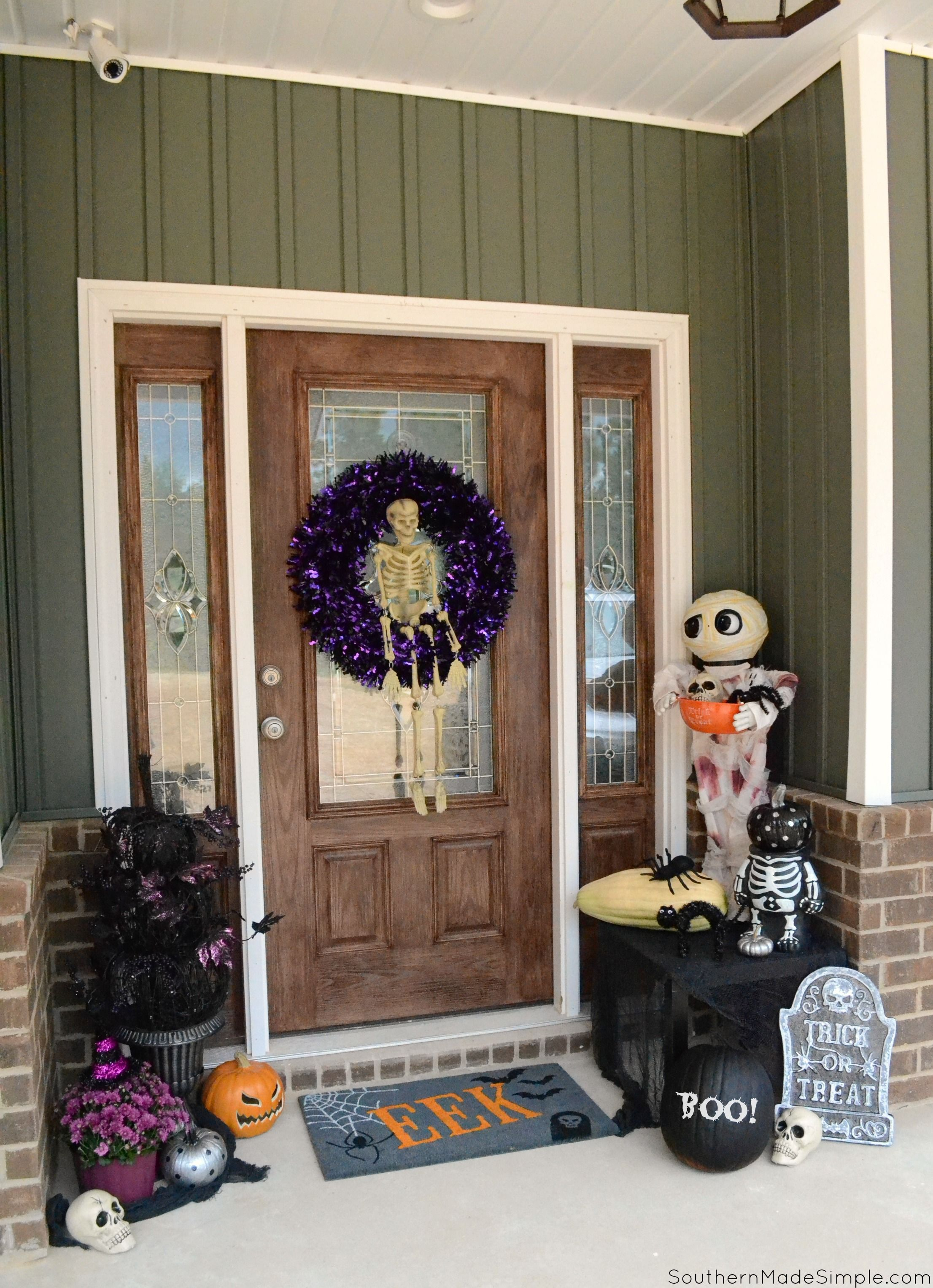 The perfect Halloween decor for the front door, and with a touch of - halloween window decor