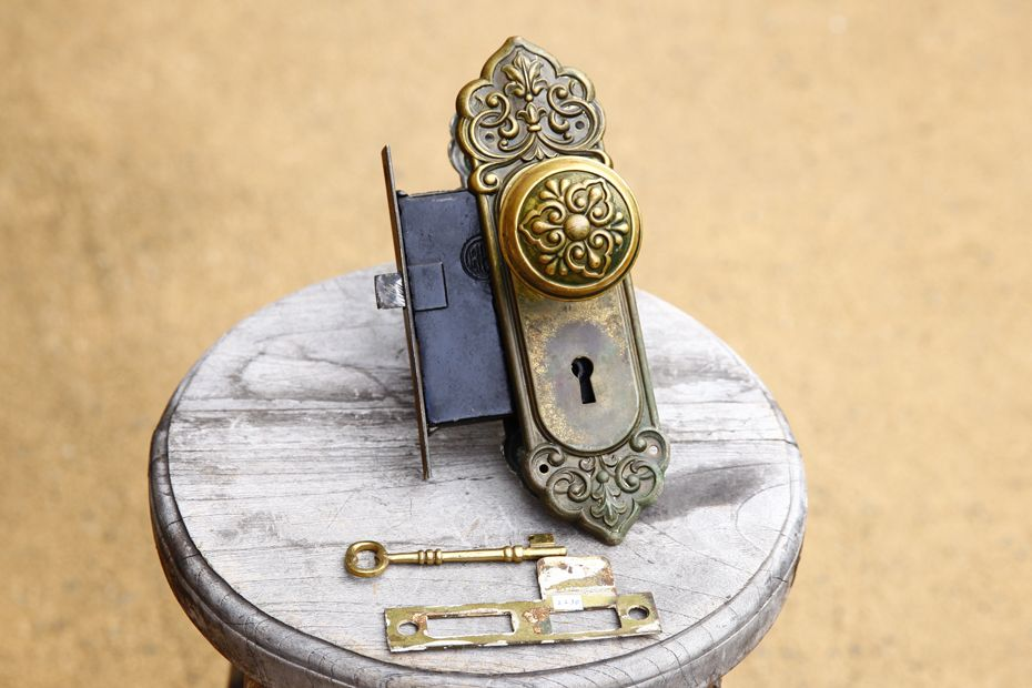 アンティーク 英国ヴィクトリア王朝期の真鍮ドアノブセット 鍵付き
