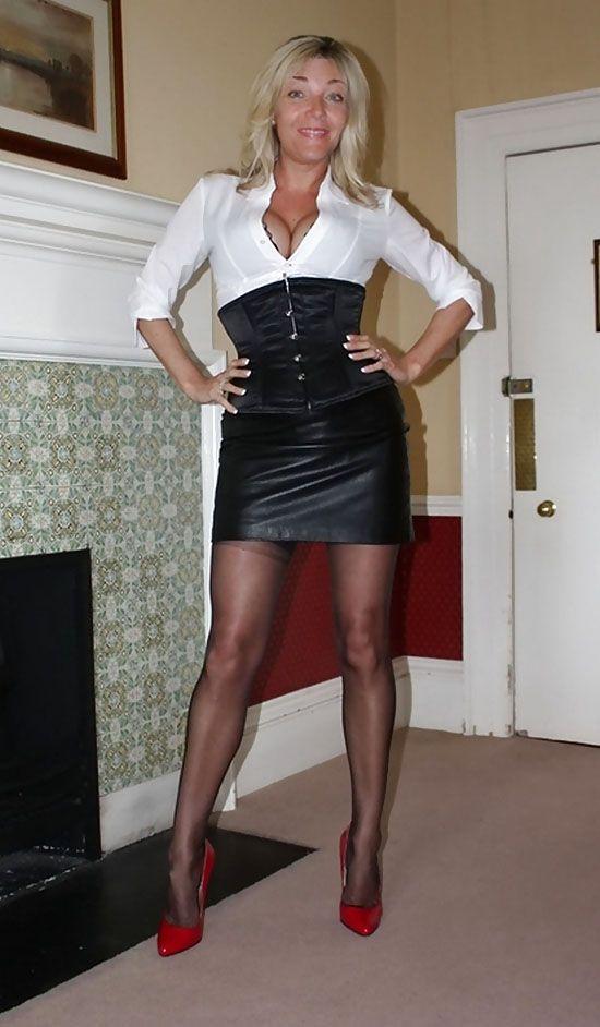 femme cougar blonde en tenue de soir e sexy rencontre l en cliquant dessus rencontre. Black Bedroom Furniture Sets. Home Design Ideas