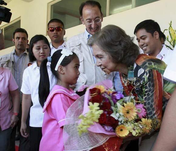 La Reina Sofía visita proyectos culturales y de educación en Filipinas #queen #sofia #spain #philippines #royals #royalty