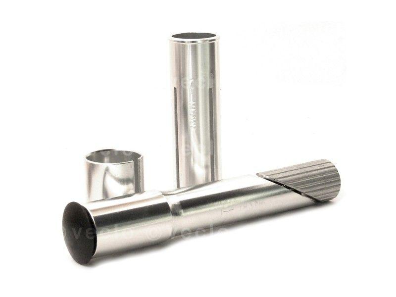 Stem Adapter Ahead stem on screw thread mounting headset, universal Dit hulpstuk kan als ouderwetse stuurpen met schroefsysteem geplaatst worden in bijbehorende balhoofden. Dit is het systeem waarbij de voorvork-pen van schroefdraad voorzien is. Aan de bovenkant steekt dan een pen uit die een Ahead-voorvork (zonder schroefdraad) imiteert. Hierop kan een ahead stem geplaatst worden. geschikt voor zowel normaal (1) als oversized (1 1/8) dankzij vulbussen