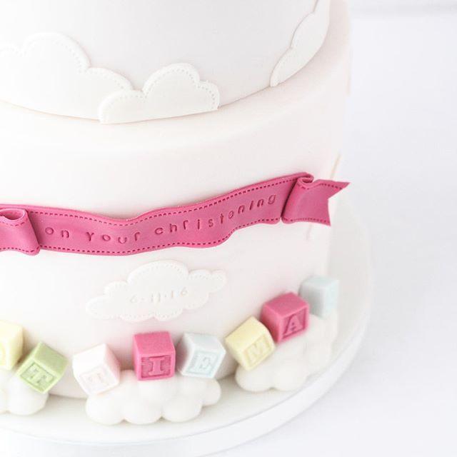 #cakestagram #cake #cakedecorating #cakedesign  #fondant #sugarart #sugarcraft #sculpture #babyshower #babyshowercake #christeningcake #rebeccadaviescakedesign #hereford #herefordshire  #birthdaycake #instacake #elephantcake #fondantelephant #cuteelephant #hotairballoon #hotairballooncake #cutecake #childrenscakes #art #cakedesign