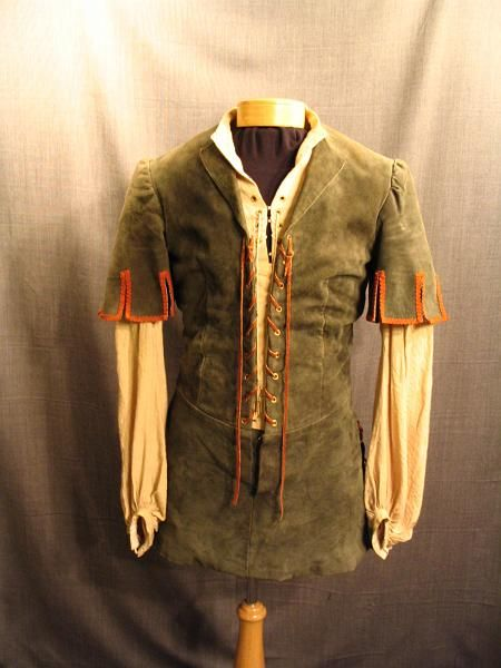 09017092 Tunic Medieval green suede, C37 .JPG