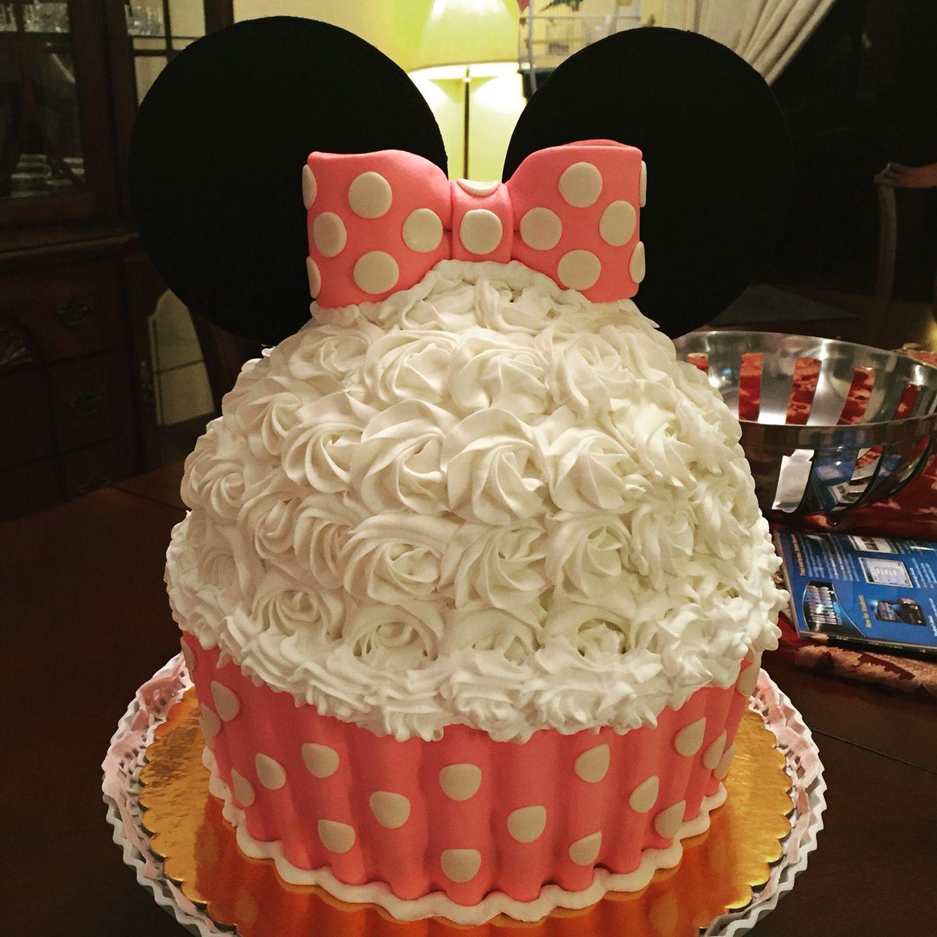 Minnie's cake by Theu Matos