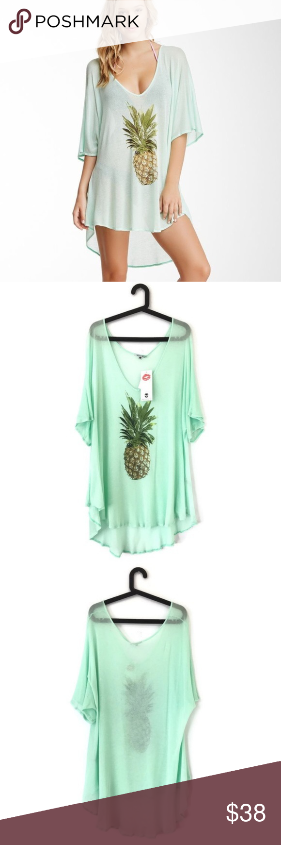 """2e83b7806ca71 NWT Wildfox Swim Pineapple Tunic Cover Up Small Bust  26"""" (Armpit to  Armpit) Length  30""""-33"""" (Front-Back) Condition  Pull on the left back side"""