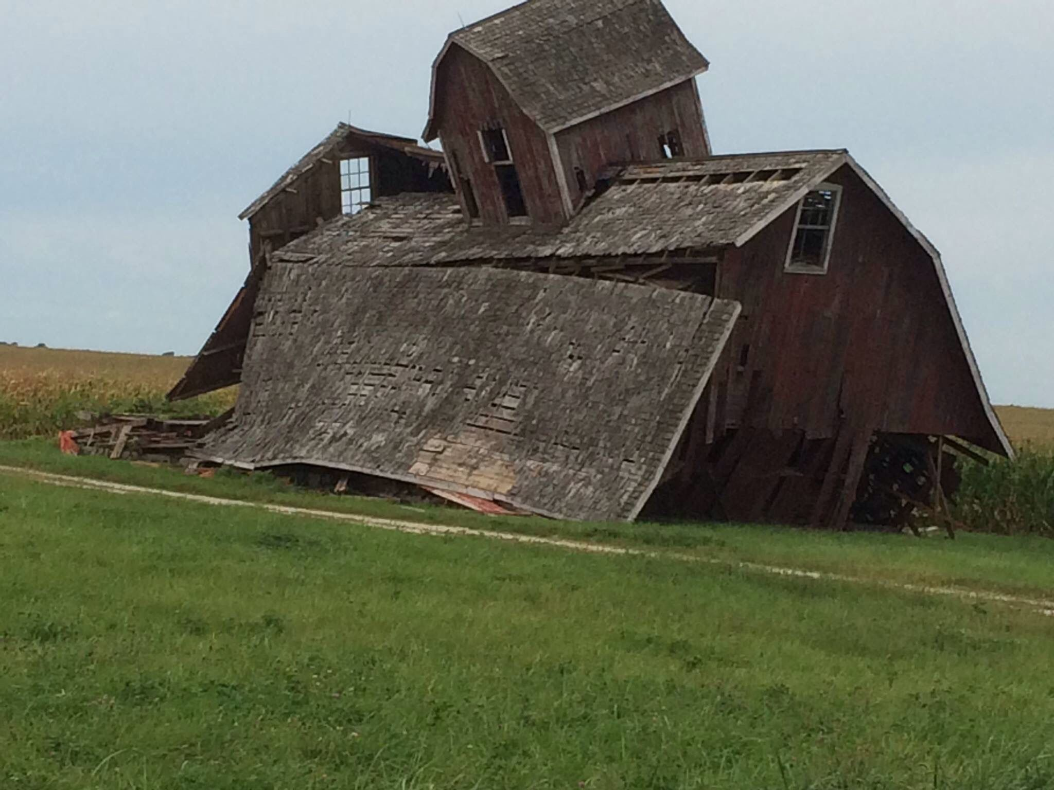 Pin By Glen Srigley On Barns Old And New Old Barns Farm Buildings Abandoned Houses