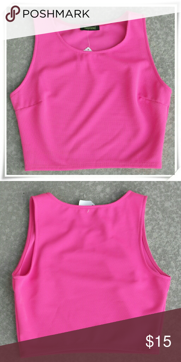 22607e62be0ad 💛👗Crop top in neon pink. NWOT 💄 🌟No tags