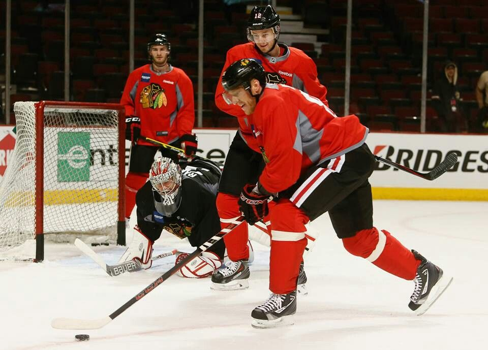 Here it comes (With images) Chicago blackhawks, Hockey