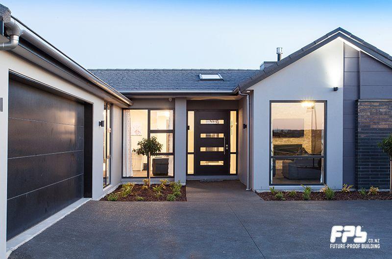 Therma Tech Ii Insulated Garage Door From Dominator Www Dominator Co Nz Seals Out The Elements Ma Garage Doors Modern House Exterior Sectional Garage Doors