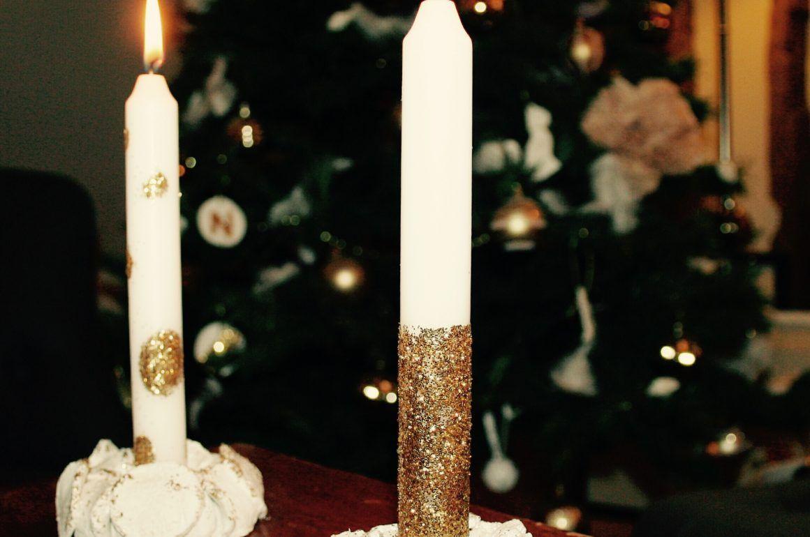 Réaliser facilement des jolies bougies de Noël avec des paillettes