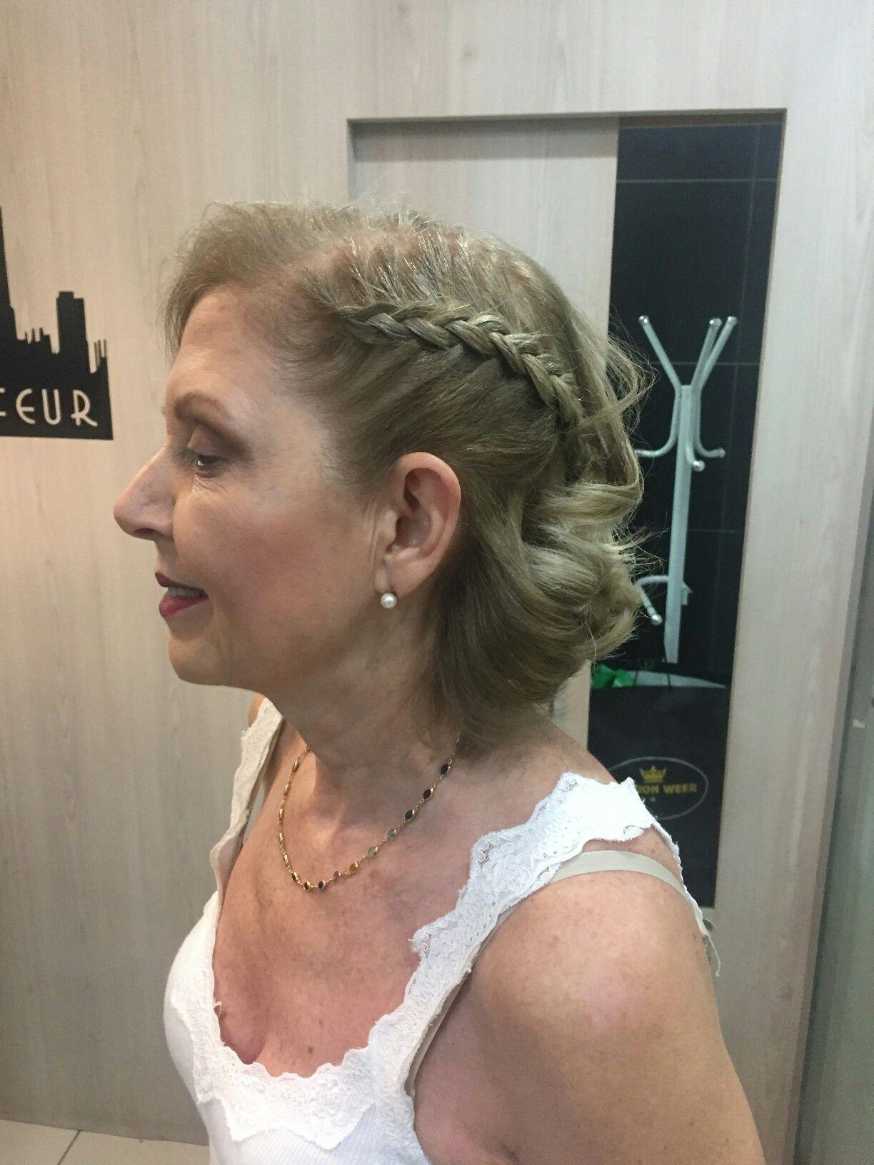 Penteado Para Senhora De Cabelos Louro Curto Penteado
