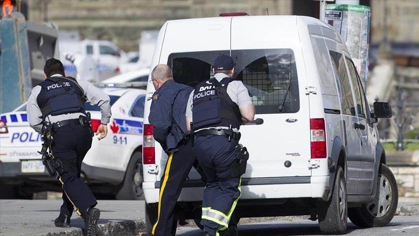 2 Police Officers Die In Shooting In Canada Police Police