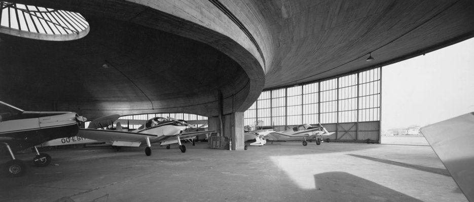 TECTÓNICAblog » Hangares en Grimbergen. Alfred Hardy