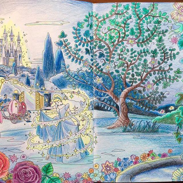 大雨すごいから塗ってみた。 見開きって塗るのやっぱり大変〜〜ひゃ〜〜#旅するディズニー塗り絵 #シンデレラ#大人の塗り絵
