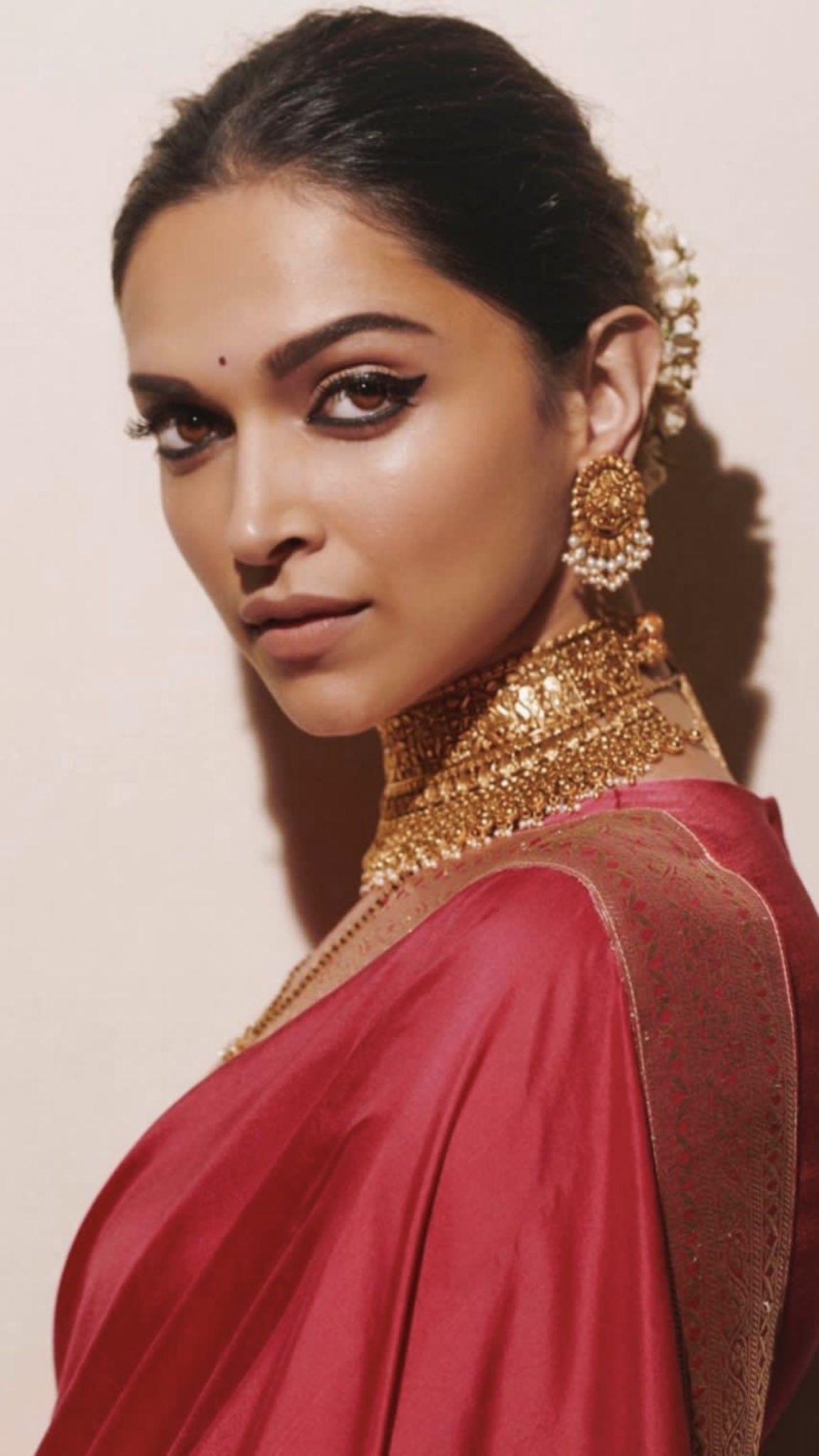 Deepika Padukone looks really elegant in this indian saree ...