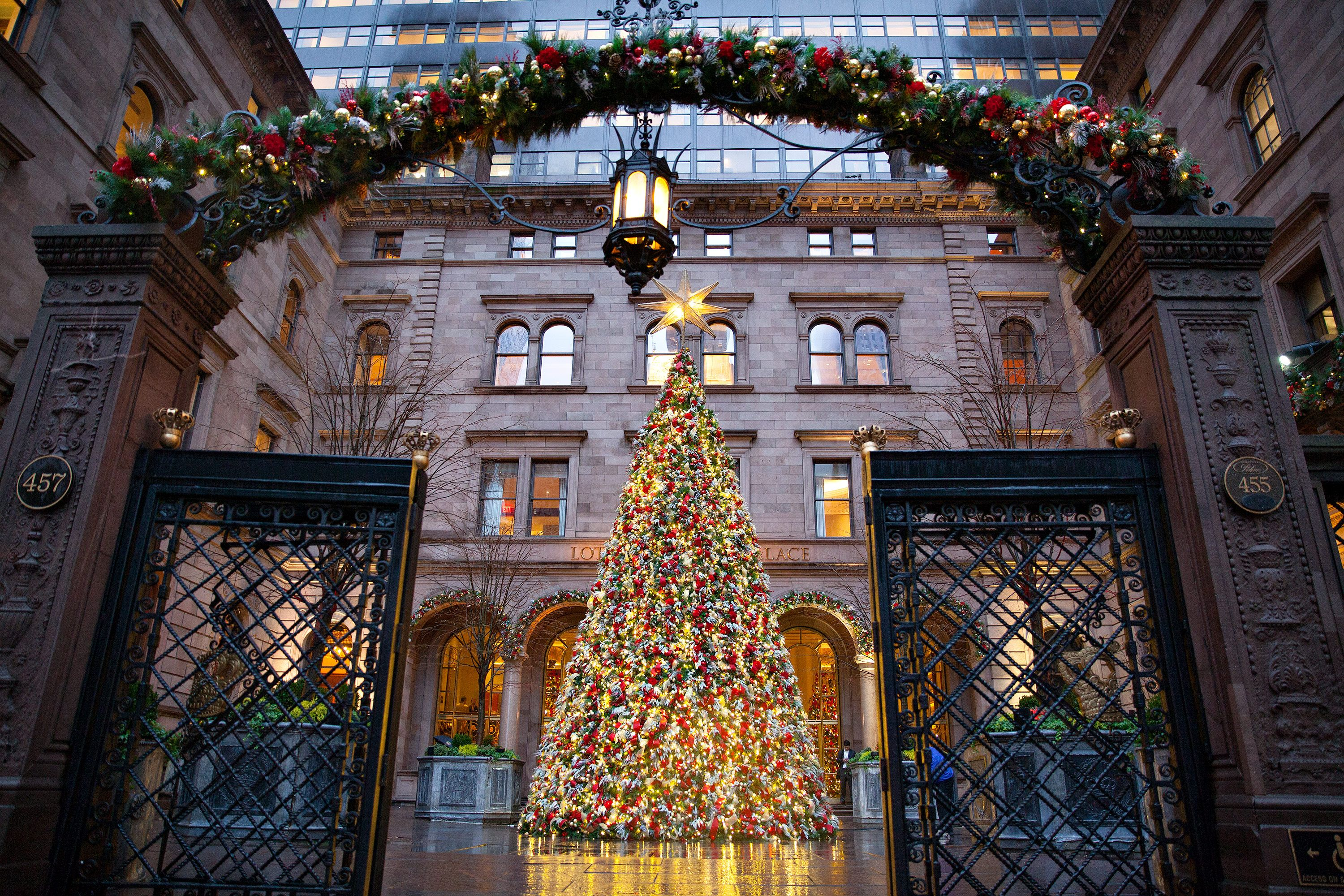 A National Geographic Travel photo editor visited New York City to capture its glittering holiday lights. Here are his top photo tips.