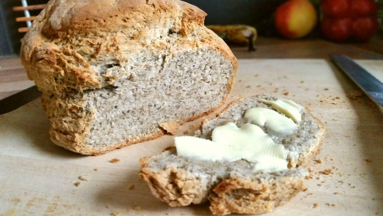 Chia Brot glutenfrei mit Milch und ohne Hefe