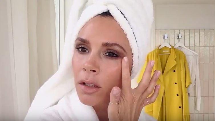 Video: Victoria Beckham zeigt ihr 5 Minuten-Makeup - kurier.at