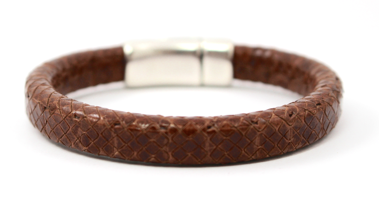 Versatile brown textured leather bracelet. Silver plated magnetic clasp.