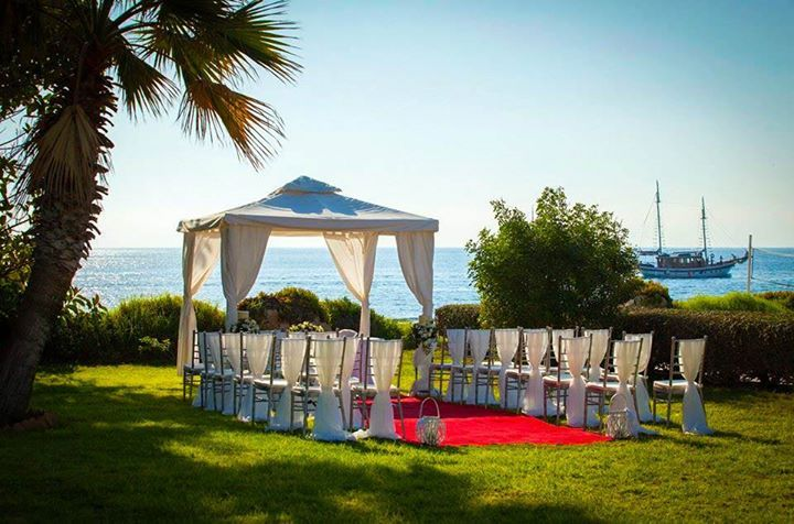 Louis Imperial Beach Hotel Makes Sure Your Wedding Is A Day To Remember Louishotelsweddings Paphos Cyprus Hotels Beach Hotels Cyprus Holiday