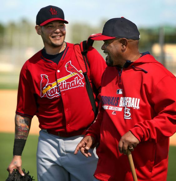 Yadier Molina And Jose Oquendo Talks And Joke With Each Other As They Walk To The Next Area Of The Fiel St Louis Cardinals Baseball St Louis Baseball Cardinals