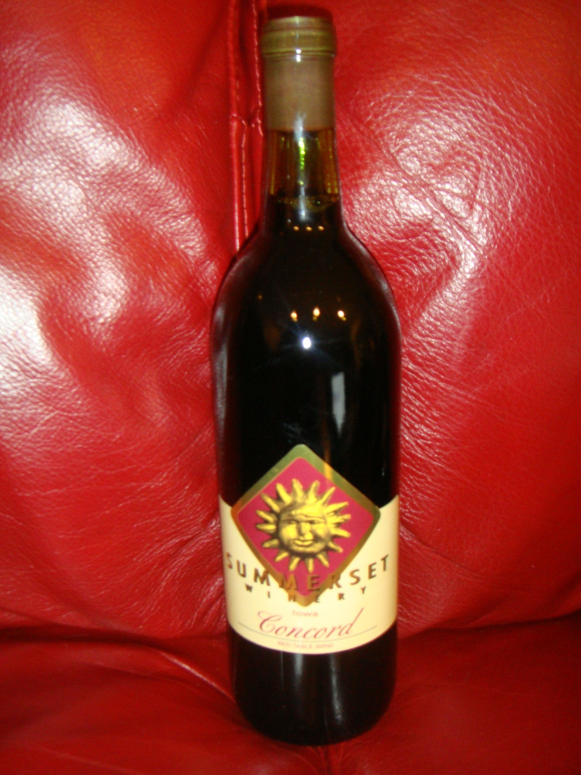 Concord Red Table Wine By Summmerset Winery Wine Bottle Red Wine Distillery